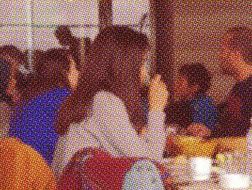 """مطعم تونسي يرفض إطعام """"طفلين مشردين"""" بسبب """"رائحتهما"""" ودعوات لمقاطعته"""