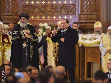 لماذا تحظر مصر التظاهر السياسي وتسمح بالتظاهر الطائفي؟