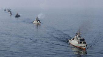 إطلاق صواريخ من غواصات... عن مناورات إيران العسكرية التي انطلقت في الخليج