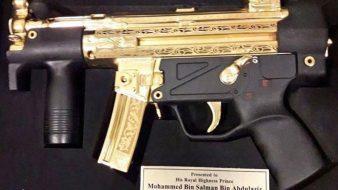 حين يقدم النواب الباكستانيون مسدساً من الذهبلولي العهد السعودي
