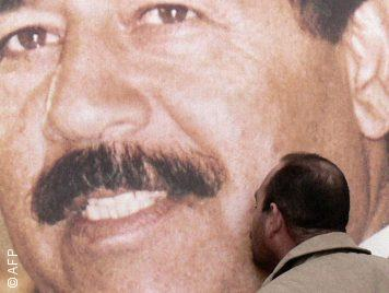 عراقيون يمتدحون صدّام حسين... عقوبات غير قانونية ومطالبات بتجريم فعل امتداحه