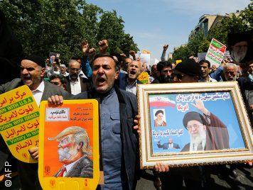 """""""الموت لأمريكا"""" هو """"الموت لترامب ومُستشاره ووزيره""""... هكذا فسّر المُرشد الإيراني الشعار الشهير"""