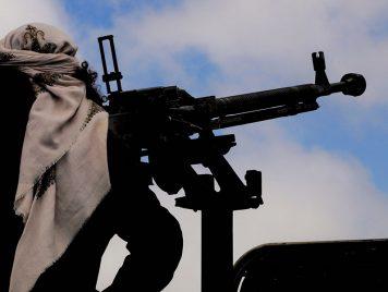 وسط الحلوى والملابس...كيف وصلت الأسلحة الأمريكية إلى القاعدة والحوثيين وإيران؟
