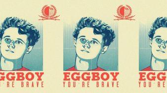"""فتى البيضة يتحوّل إلى """"أيقونة"""" ويحصل على مكافأة مالية وتذاكر مجانية مدى الحياة"""