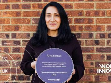 """طلاء للأكواب الورقية يتوّج فانيا إسماعيل """"سيدة بريطانيا للابتكارات 2019"""""""